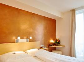 Town Hotel Wiesbaden - private living, hotel in Wiesbaden