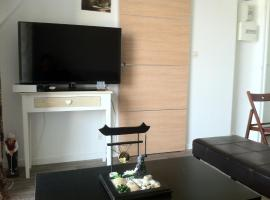 NICE FLAT 400 m FROM BEACH & CENTER, budget hotel in Cabourg