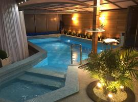 Apartament z prywatnym, krytym basenem, hotel with pools in Sopot