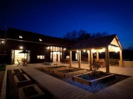 Creeksea Place Barns, hotel in Burnham-on-Crouch