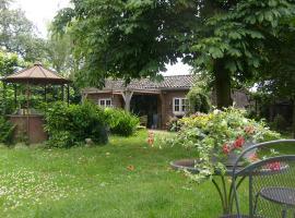 Luxe hippe Lodge in de bossen van OIsterwijk, hotel in Oisterwijk