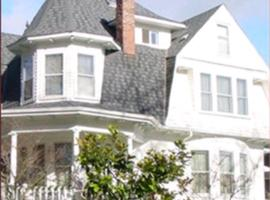 Mildred's Bed & Breakfast, vacation rental in Seattle