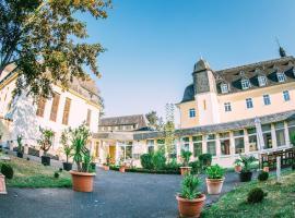Schlosshotel Domäne Walberberg, hotel near Phantasialand, Bornheim