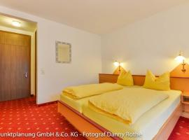 Hotel Alpenhof, hotel near Burgruine Werdenfels, Oberau
