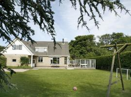 Beautiful family house with wood stove near the North Sea, holiday home in Burgh Haamstede