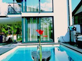 Deluxe Apartment & Suite