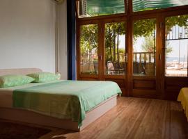 Apartmani Denis Vela, room in Podgora
