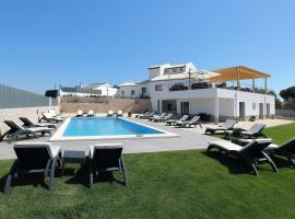 Sunfield Guest House, hotel with jacuzzis in Albufeira
