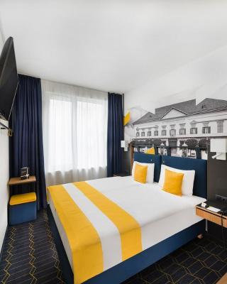 D8 Hotel