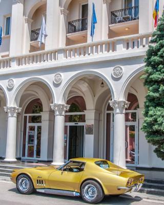 فندق إياكي كونفيرانس & سبا