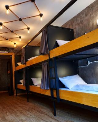 BED STAGE Hostel