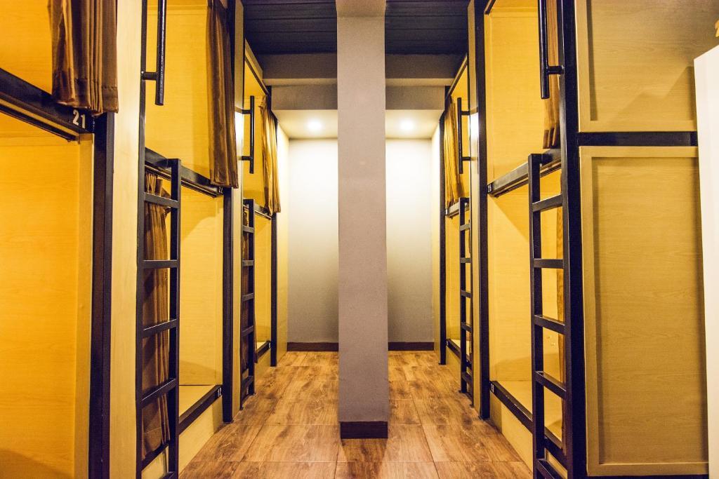 Кровать в общем номере для мужчин и женщин с 10 кроватями: фотография номер 2