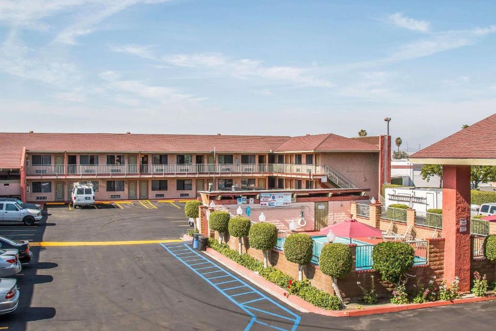 Econo Lodge Anaheim North.