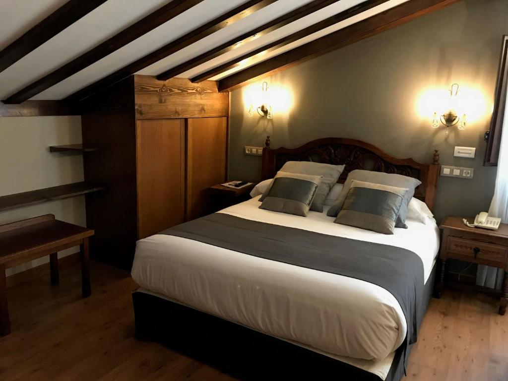 boutique hotels in santillana del mar  43