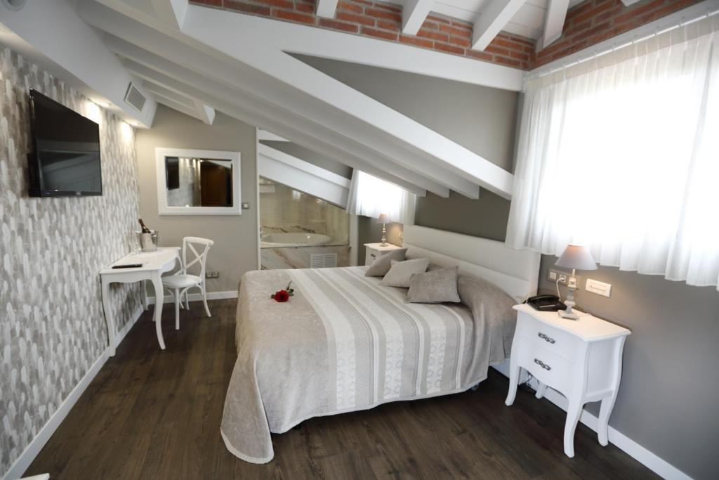 boutique hotels in santillana del mar  41
