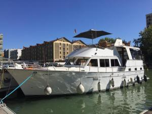 Houseboat in Paris for 6 - Cadaques