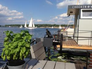 Tiny Houseboat Wannsee