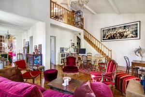 Villa In The Parisian Countryside