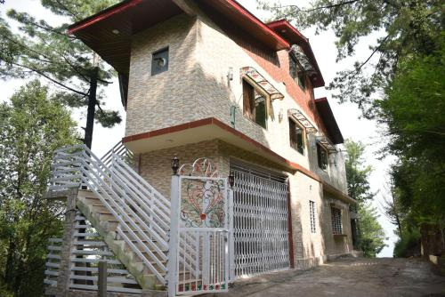 Janjua Lodges & Apartments