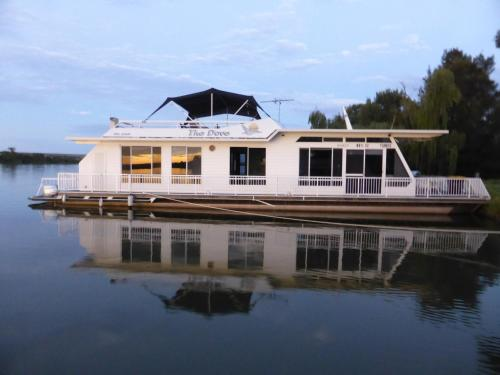 The Dove Houseboat