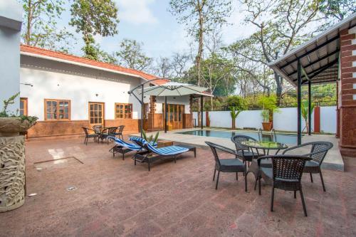 3-BR cottage with pool, near Baga Beach