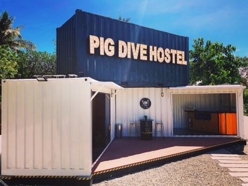 Pig Dive Hostel Moalboal