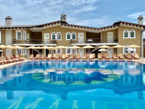 PalmaNova Resort