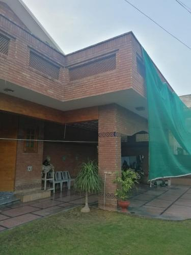 Spacious and comfortable Banglow in Heart of DHA