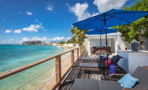 Villa Laluna - 5 Bedroom Beach Front
