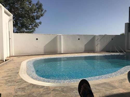 Villa luxueuse avec piscine et vue sur mer