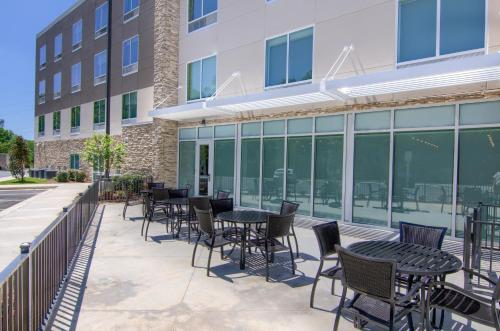 Holiday Inn Express & Suites Mobile - University Area