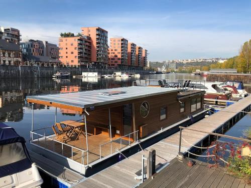 Houseboat Bonanza Prague - Bed & Cruise