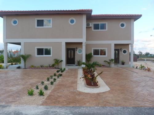 Two-Bedroom Townhouse near Coral Harbour Beach