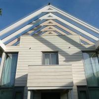 Modernes Architektenhaus mit Bergblick