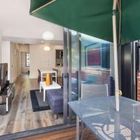 Cosmo Stays - Spacious 3-bedroom Deluxe Townhouse