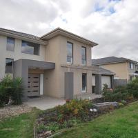 Cozy Melbourne Waterfront Villa