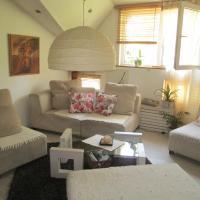 Chic & Cozy Central Loft