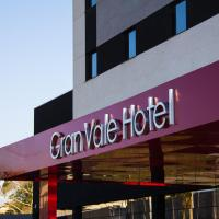 Summit GranVale Hotel </h2 </a <div class=sr-card__item sr-card__item--badges <div class= sr-card__badge sr-card__badge--class u-margin:0  data-ga-track=click data-ga-category=SR Card Click data-ga-action=Hotel rating data-ga-label=book_window:  day(s)  <i class= bk-icon-wrapper bk-icon-stars star_track  title=4 estrelas  <svg aria-hidden=true class=bk-icon -sprite-ratings_stars_4 focusable=false height=10 width=43<use xlink:href=#icon-sprite-ratings_stars_4</use</svg                     <span class=invisible_spoken4 estrelas</span </i </div   <div class=sr-card__item__review-score style=padding: 8px 0  <div class=bui-review-score c-score bui-review-score--inline bui-review-score--smaller <div class=bui-review-score__badge aria-label=Com nota 8,9 8,9 </div <div class=bui-review-score__content <div class=bui-review-score__title Fabuloso </div </div </div   </div </div <div class=sr-card__item   data-ga-track=click data-ga-category=SR Card Click data-ga-action=Hotel location data-ga-label=book_window:  day(s)  <svg aria-hidden=true class=bk-icon -iconset-geo_pin sr_svg__card_icon focusable=false height=12 role=presentation width=12<use xlink:href=#icon-iconset-geo_pin</use</svg <div class= sr-card__item__content   Caçapava • <span 2,1 km </span  do centro </div </div </div </div </div </li <div data-et-view=cJaQWPWNEQEDSVWe:1</div <li id=hotel_5484894 data-is-in-favourites=0 data-hotel-id='5484894' class=sr-card sr-card--arrow bui-card bui-u-bleed@small js-sr-card m_sr_info_icons card-halved card-halved--active   <div data-href=/hotel/br/br-cacapava.pt-br.html onclick=window.open(this.getAttribute('data-href')); target=_blank class=sr-card__row bui-card__content data-et-click=  <div class=sr-card__image js-sr_simple_card_hotel_image has-debolded-deal js-lazy-image sr-card__image--lazy data-src=https://q-cf.bstatic.com/xdata/images/hotel/square200/218696754.jpg?k=7a66eae48c25f4e465edffd7f91f2357895c647550a1fa862f636ceb2067e4e5&o=&s=1,https://q-cf.bstatic.com/xdata/imag