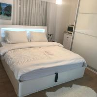 Charming Unit with Pool and Great Amenities, hotel in Rishon LeẔiyyon