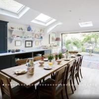 Beautiful & Large Battersea House with Garden