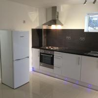 Cosy 2 bedroom Apartment -Heathrow Airport