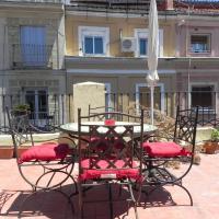Romantic Central Terrace