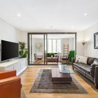 Surry Hills Modern Two Bedroom Apartment (13CRN)