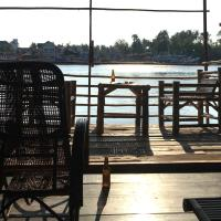 River House @Wat-Yai
