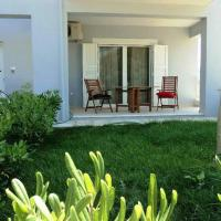 Apartment with gardens (ideal for surfers)