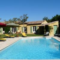 Agréable villa familiale avec piscine chauffée, grand jardin, située proche du centre du village de Mouriès au coeur des Alpilles, 10 personnes, LS1-140 Baguie Roso