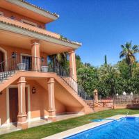 Villa Lola Sevilla, hotel in Tomares