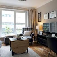 2 Bedroom Flat with Free Garage Parking Sleeps 4