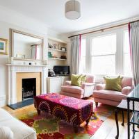 Albert Bridge Road II by Onefinestay