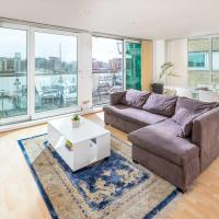 Modern apt for 4 with River Thames View!